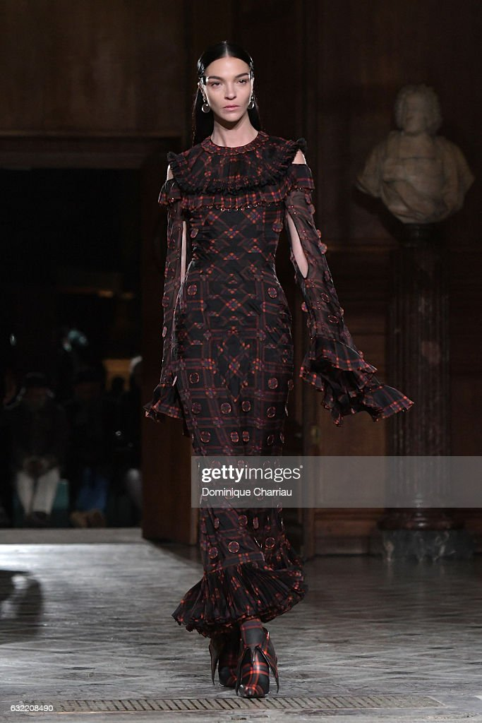 maria-clara-boscono-walks-the-runway-during-the-givenchy-menswear-picture-id632208490