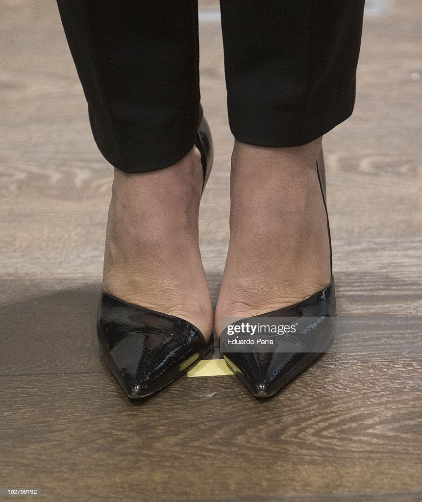 <a gi-track='captionPersonalityLinkClicked' href=/galleries/search?phrase=Maria+de+Villota&family=editorial&specificpeople=8544103 ng-click='$event.stopPropagation()'>Maria de Villota</a> (shoe detail) attends a presentation at Duran Jewelry Sotre on February 26, 2013 in Madrid, Spain.