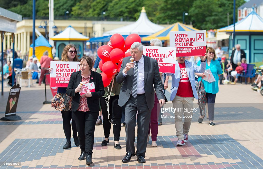 Maria Eagle (L), Labour MP and Shadow Secretary of State for Culture and Alun Johnson, Labour MP and former Home Secretary, during a visit to Whitmore Bay in Barry on the the Labour IN for Britain campaign battle bus on May 31, 2016 in Barry, Wales. Britain will vote either to leave or remain in the EU in a referendum on June 23.