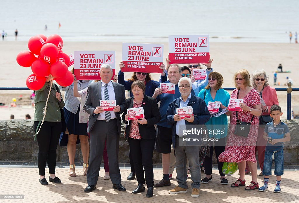 Maria Eagle, Labour MP and Shadow Secretary of State for Culture and Alun Johnson, Labour MP and former Home Secretary, pose for a picture with activists during a visit to Whitmore Bay in Barry on the the Labour IN for Britain campaign battle bus on May 31, 2016 in Barry, Wales. Britain will vote either to leave or remain in the EU in a referendum on June 23.