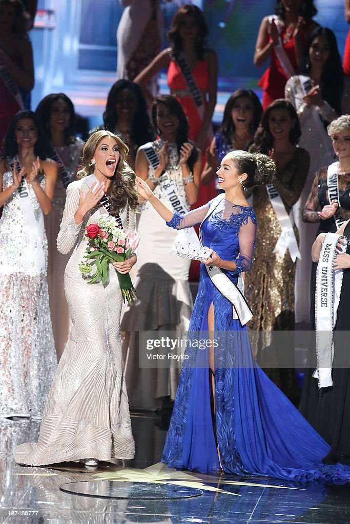 Maria Gabriela Isler Miss Universe 2013 is crowned by Olivia Culpo at Miss Universe Pageant 2013 on November 9 2013 in Moscow Russia