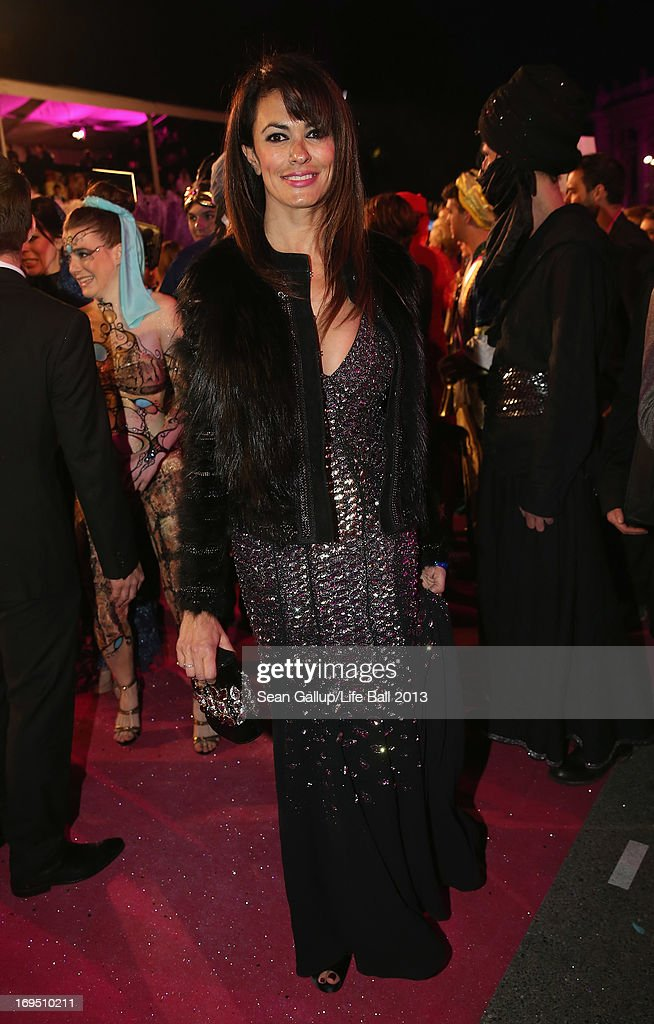 Maria Grazia Cucinotta arrives on the Magenta Carpet at the 2013 Life Ball at City Hall on May 25, 2013 in Vienna, Austria.
