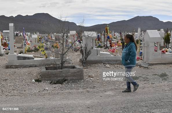 Maria guadalupe guereca 60 arrives at the jardines del for Jardines del recuerdo