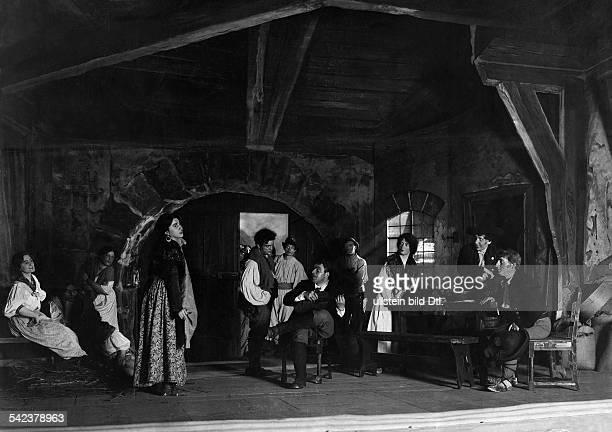 Maria Labia in einer Szeneder Komischen Oper 'Tiefland' Berlin 1918