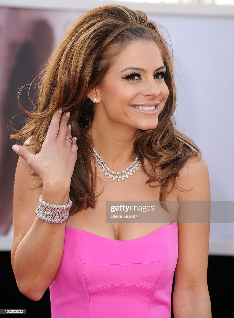 Maria Menounos arrives at the 85th Annual Academy Awards at Dolby Theatre on February 24, 2013 in Hollywood, California.