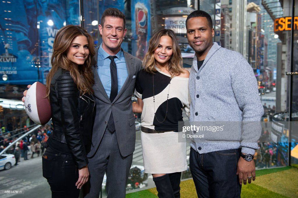 Maria Menounos Jesse Palmer Chrissie Teigen and AJ Calloway visit 'Extra' in Times Square on January 31 2014 in New York City