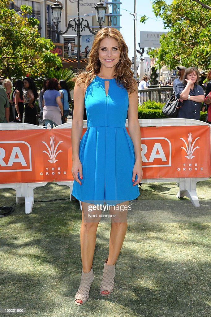 Maria Menounos visits 'Extra' at The Grove on April 10, 2013 in Los Angeles, California.