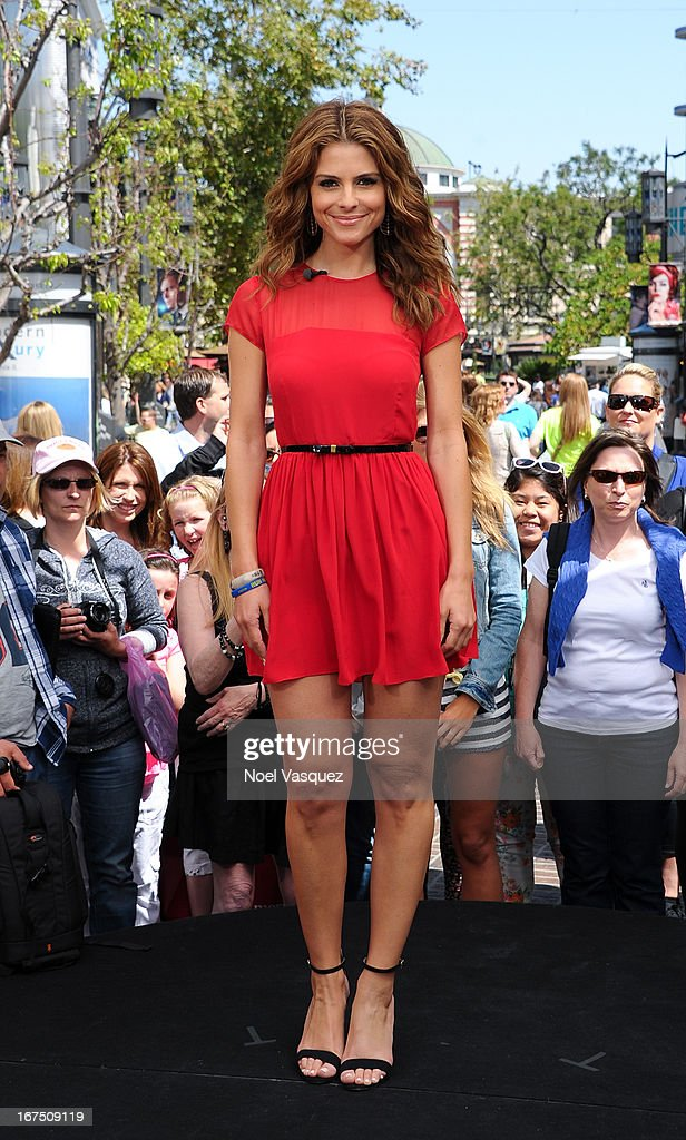 Maria Menounos visits 'Extra' at The Grove on April 25, 2013 in Los Angeles, California.