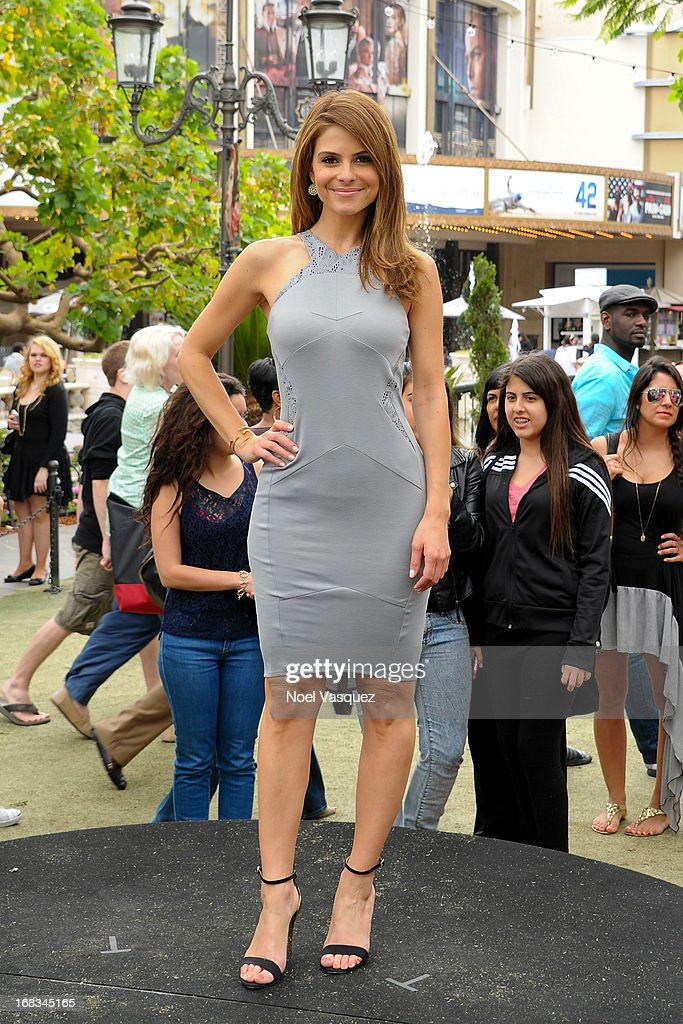 Maria Menounos visits 'Extra' at The Grove on May 8, 2013 in Los Angeles, California.