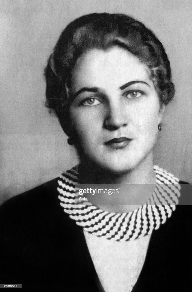 Maria said Mitzi reiter, ex friend of Adolf Hitler, only woman he loved. Their story began in 1926 in Berchtesgaden, she was 16, he was 37, it last until 1928. Hitler stopped, she made a suicide attempt. She was a friend of Hitler's sister