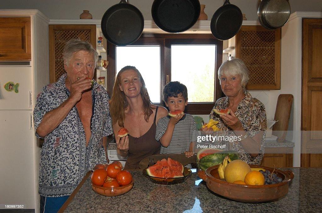 Maria sebaldt robert freitag katharina freitag sohn for Tisch essen