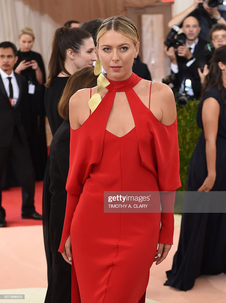 Maria Sharapova arrives for the Costume Institute Benefit at the Metropolitan Museum of Art on May 2, 2016 in New York. / AFP / TIMOTHY