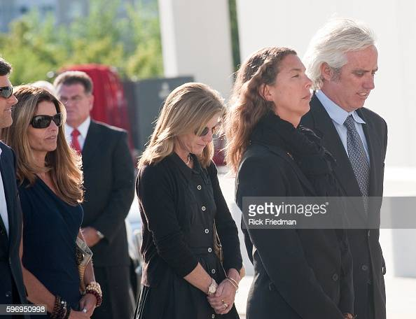 Maria Shriver Caroline Kennedy Vicki and Max Kennedy arrive at the John F Kennedy Library Boston MA following the casket carrying Senator Edward M...