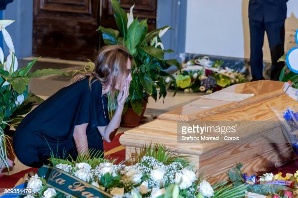 Maria Sole Tognazzi in front the coffin of Italian actor Paolo Villaggio lying in repose at Rome's city hall on July 5 2017 in Rome Italy Paolo...