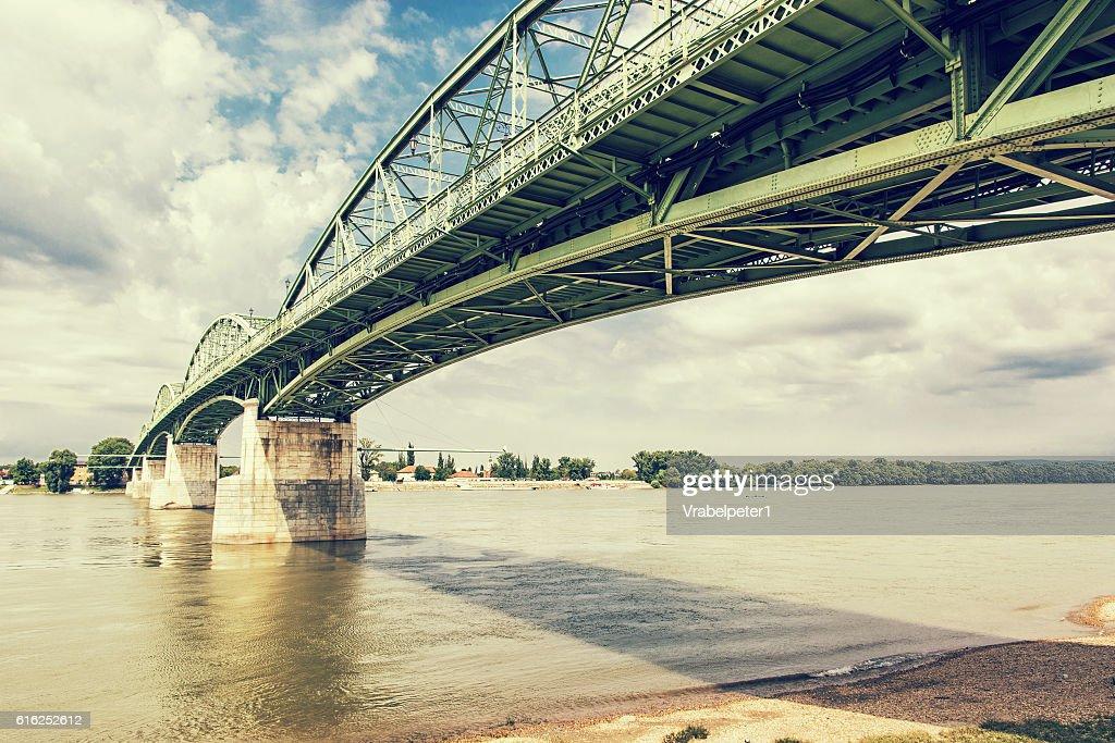 Ponte Maria Valeria de Esztergom, Hungria para Sturovo : Foto de stock