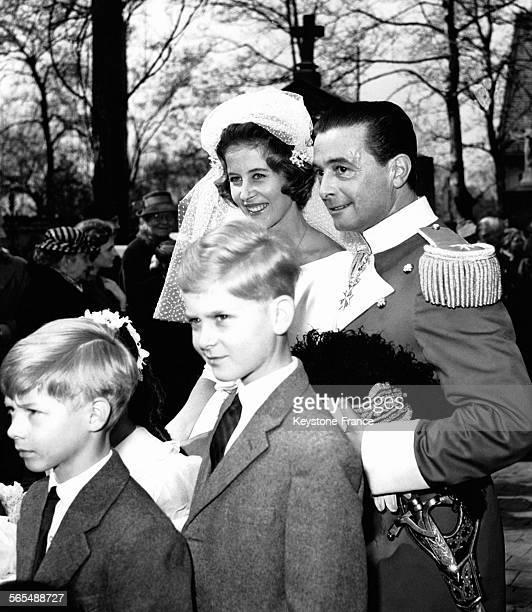 Mariage de la princesse Dorothée de HesseCassel et Frédéric de WindishGraetz en l'église SaintGeorges à Munich Allemagne le 1er avril 1959