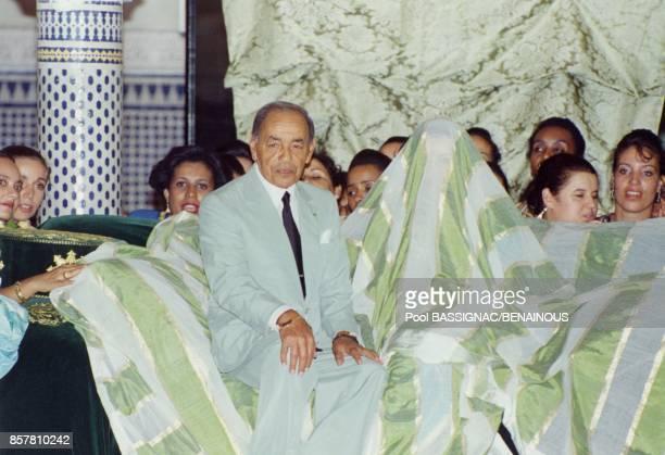 Mariage de la Princesse Lalla Hasna du Maroc ici avec son pere le Roi Hassan II le 8 septembre 1994 a Fes Maroc