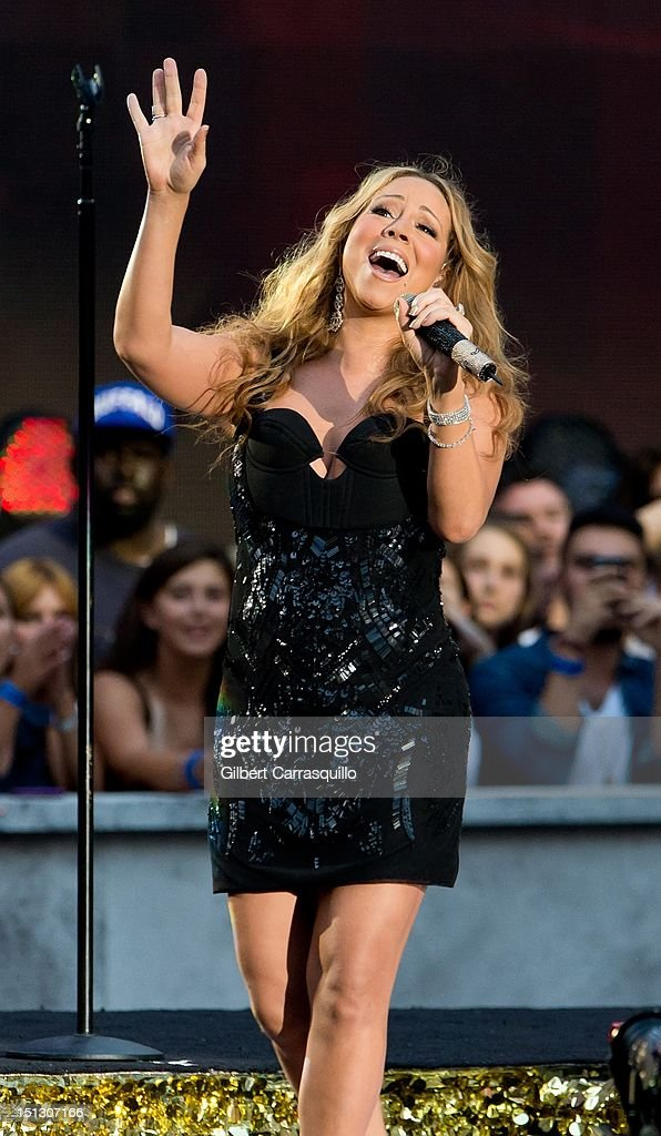 <a gi-track='captionPersonalityLinkClicked' href=/galleries/search?phrase=Mariah+Carey&family=editorial&specificpeople=171647 ng-click='$event.stopPropagation()'>Mariah Carey</a> performs during the 2012 NFL Kick-Off Concert in Rockefeller Center on September 5, 2012 in New York City.