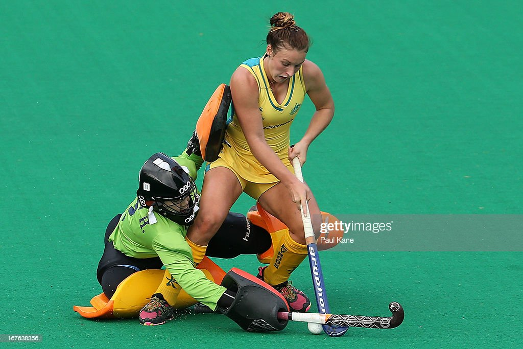 Mariah Williams of Australia challenges Jung Hea Bin in a penalty shoot out practice after the International Test match between the Australian Hockeyroos and Korea at Perth Hockey Stadium on April 27, 2013 in Perth, Australia.