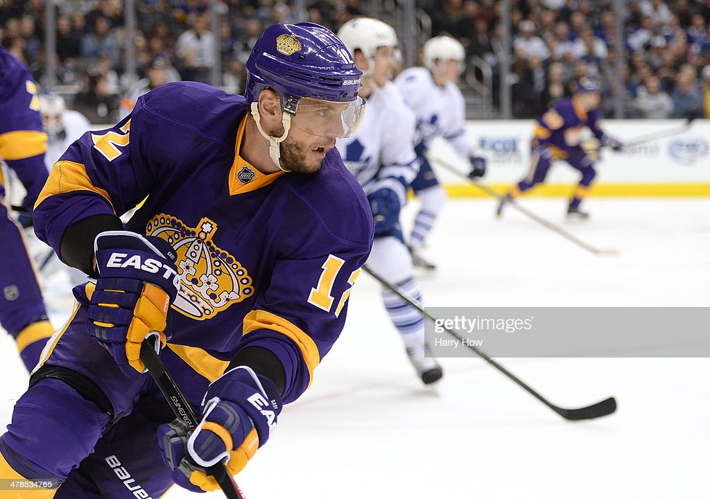 <a gi-track='captionPersonalityLinkClicked' href=/galleries/search?phrase=Marian+Gaborik&family=editorial&specificpeople=202477 ng-click='$event.stopPropagation()'>Marian Gaborik</a> #12 of the Los Angeles Kings looks to pass during the game against the Los Angeles Kings at Staples Center on March 13, 2014 in Los Angeles, California.