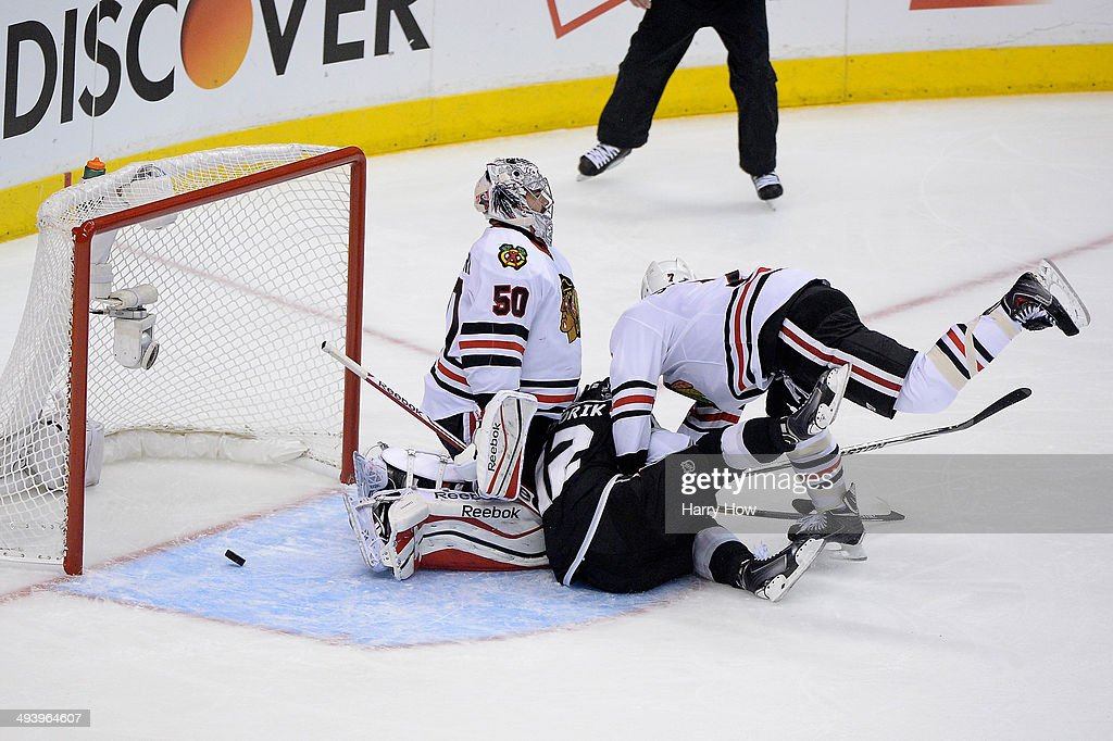 <a gi-track='captionPersonalityLinkClicked' href=/galleries/search?phrase=Marian+Gaborik&family=editorial&specificpeople=202477 ng-click='$event.stopPropagation()'>Marian Gaborik</a> #12 of the Los Angeles Kings scores a first period goal past goaltender <a gi-track='captionPersonalityLinkClicked' href=/galleries/search?phrase=Corey+Crawford&family=editorial&specificpeople=818935 ng-click='$event.stopPropagation()'>Corey Crawford</a> #50 of the Chicago Blackhawks in Game Four of the Western Conference Final during the 2014 Stanley Cup Playoffs at Staples Center on May 26, 2014 in Los Angeles, California.