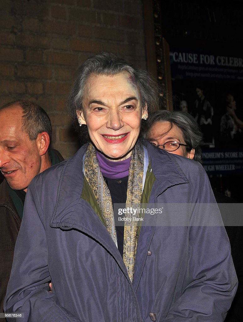 Marian Seldes exits the stage doors of \u0027A Little Night Music\u0027 at the Walter
