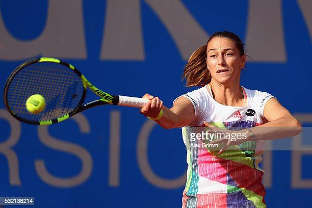 Mariana DuqueMarino of Colombia returns the ball to Laura Siegemund of Germany during day five of the Nuernberger Versicherungscup 2016 on May 18...