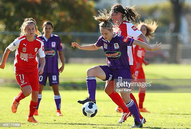 Marianna Tabain of the Glory controls the ball during the round three WLeague match between the Perth Glory and Adelaide United at Ashfield Sports...