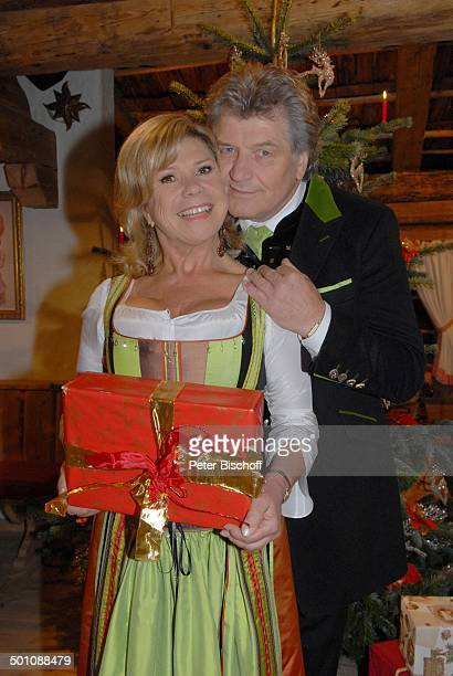 Weihnachtsgeschenk stock photos and pictures getty images - Weihnachtsgeschenk ehemann ...