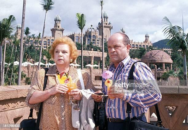 Marianne Kiefer Christian Ebel PRO 7 Serie 'Glueckliche Reise ' Folge 18 'Sun City' 'The Lost City'/SüdAfrika Südafrika Episode 1 'Zwei VIP's aus...