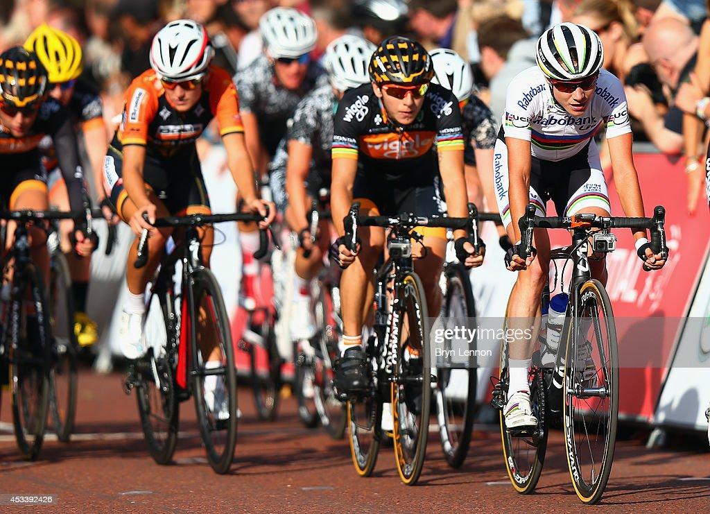 <a gi-track='captionPersonalityLinkClicked' href=/galleries/search?phrase=Marianne+Vos&family=editorial&specificpeople=779313 ng-click='$event.stopPropagation()'>Marianne Vos</a> of The Netherlands and the Rabo-Liv team leads race winner <a gi-track='captionPersonalityLinkClicked' href=/galleries/search?phrase=Giorgia+Bronzini&family=editorial&specificpeople=2501868 ng-click='$event.stopPropagation()'>Giorgia Bronzini</a> of Italy and Wiggle Honda during the Prudential RideLondon Grand Prix Pro Womens race in St James's Park on August 9, 2014 in London, England.