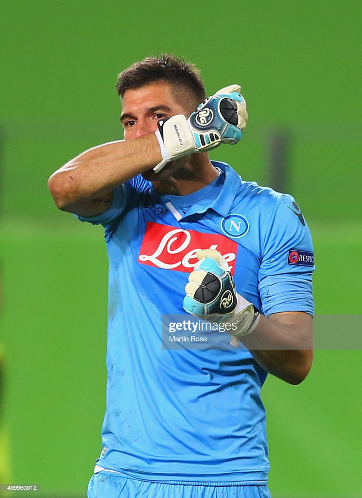 <a gi-track='captionPersonalityLinkClicked' href=/galleries/search?phrase=Mariano+Andujar&family=editorial&specificpeople=804546 ng-click='$event.stopPropagation()'>Mariano Andujar</a> of Napoli celebrates as Manolo Gabbiadini scores their third goal during the UEFA Europa League Quarter Final first leg match between VfL Wolfsburg and SSC Napoli at Volkswagen Arena on April 16, 2015 in Wolfsburg, Germany.