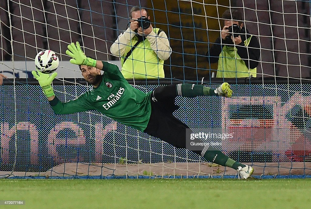 <a gi-track='captionPersonalityLinkClicked' href=/galleries/search?phrase=Mariano+Andujar&family=editorial&specificpeople=804546 ng-click='$event.stopPropagation()'>Mariano Andujar</a> of Napoli saved the penalty kicked by Gonzalo Higuain of Napoli during the Serie A match between SSC Napoli and AC Milan at Stadio San Paolo on May 3, 2015 in Naples, Italy.