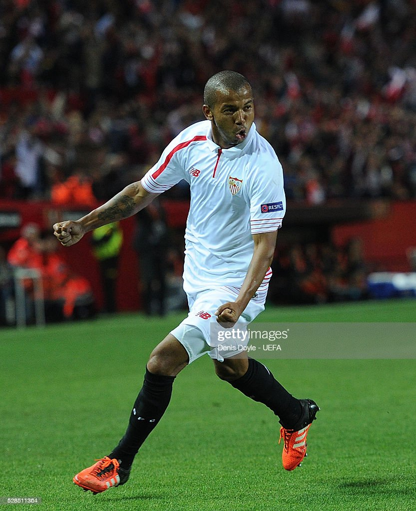 Mariano Ferreira of Sevilla FC celebrates after scoring his team's 3rd goal during the UEFA Europa League Semi Final second leg match between Sevilla and Shakhtar Donetsk at the Sanchez Pizjuan stadium on May 5, 2016 in Seville, Spain.