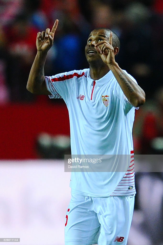 Mariano Ferreria of Sevilla FC celebrates after scoring his team's third goal during the UEFA Europa League Semi Final second leg match between Sevilla and Shakhtar Donetsk at Estadio Ramon Sanchez-Pizjuan on May 05, 2016 in Seville, Spain.