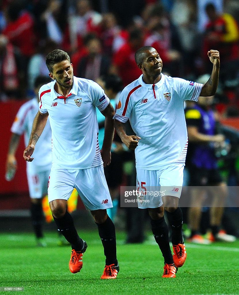 Mariano Ferreria (R) of Sevilla FC celebrates with his teammate Daniel Filipe Martins Carrico of Sevilla FC after scoring his team's third goal during the UEFA Europa League Semi Final second leg match between Sevilla and Shakhtar Donetsk at Estadio Ramon Sanchez-Pizjuan on May 05, 2016 in Seville, Spain.