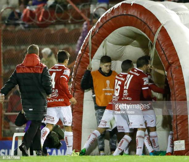 Mariano Gonzalez of Huracan argues with teammate Alejandro Romero Gamarra at the end of the first half during a first leg match between Huracan and...