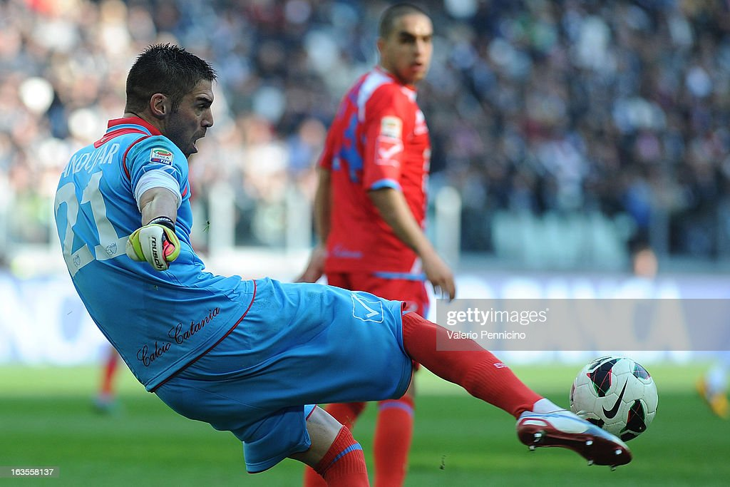 Mariano Gonzalo Andujar of Calcio Catania kicks the ball during the Serie A match between FC Juventus and Calcio Catania at Juventus Arena on March 10, 2013 in Turin, Italy.