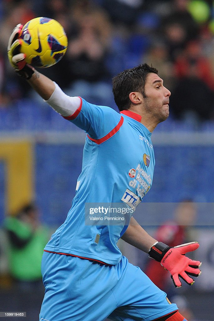 Mariano Gonzalo Andujar of Calcio Catania throws the ball during the Serie A match between Genoa CFC and Calcio Catania at Stadio Luigi Ferraris on January 20, 2013 in Genoa, Italy.