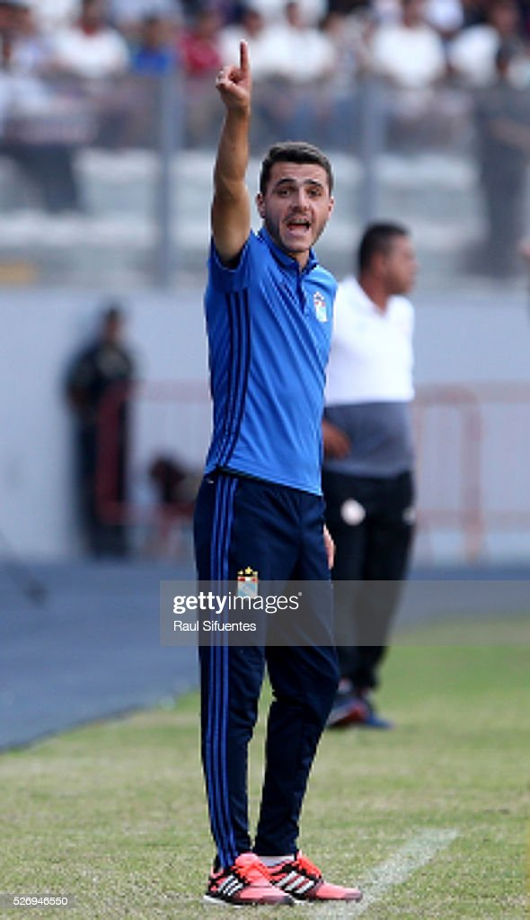Mariano Soso, head coach of Sporting Cristal shouts instructions to his players during a match between Sporting Cristal and Universitario as part of Torneo Apertura 2016 at Nacional Stadium on May 01, 2016 in Lima, Peru.