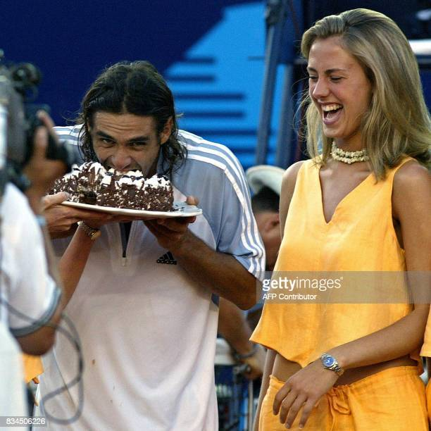 Mariano Zabaleta of Argentina enjoys a plate of pastry beside an unidentified aide after defeating Gustavo Kuerten of Brazil in the Mexican Open 28...