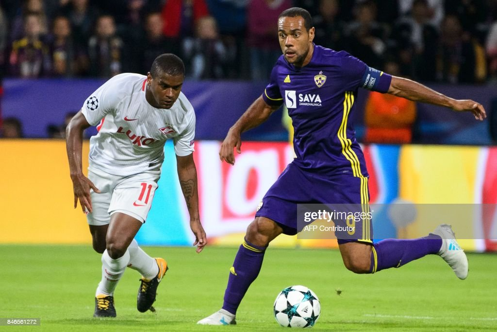 NK Maribor's Brazilian forward Marcos Tavares (R) vies for the ball with Spartak Moscow's Brazilian midfielder Fernando during the UEFA Champions League Group E football match between NK Maribor and FC Spartak Moscow at The Stadium Ljudski vrt in Maribor on September 13, 2017. / AFP PHOTO / Jure Makovec