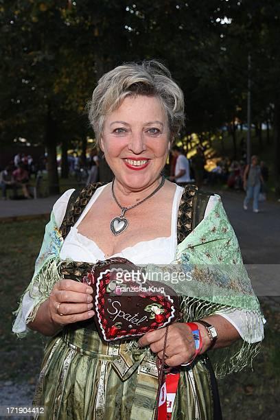 Marie Luise Marjan Beim Stammtisch Der Zeitschrift 'Die Aktuelle' Im Hippodrom Auf Dem Oktoberfest In München Am 230907