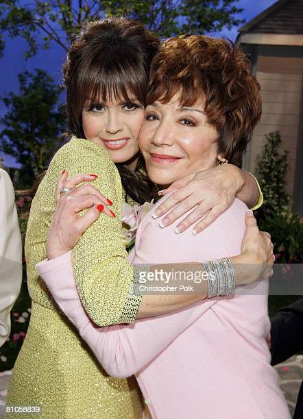 CULVER CITY CA MAY 11 Marie Osmond and Lynda Resnick during 'Teleflora presents America's Favorite Mom' in Culver City on May 10 2008 Pasadena CA...
