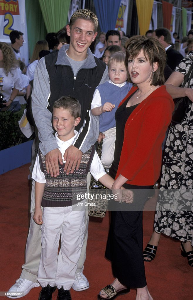 <a gi-track='captionPersonalityLinkClicked' href=/galleries/search?phrase=Marie+Osmond&family=editorial&specificpeople=217477 ng-click='$event.stopPropagation()'>Marie Osmond</a> and sons Stephen, Michael, and Brandon