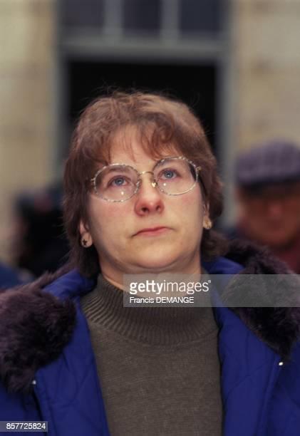 MarieAnge Laroche arrive a une audience du proces de JeanMarie Villemin pour le meurtre de son epoux Bernard Laroche le 24 novembre 1993 a Dijon...