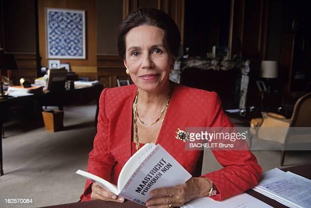 MarieFrance Garaud Presents Her Book 'Maastricht Pourquoi Non' En France plan moyen de Marie France GARAUD assise à son bureau présentant son livre...