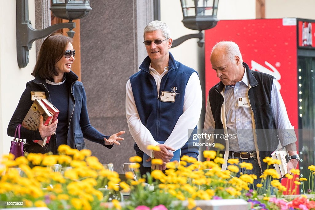 MarieJosee Kravis wife of Henry Kravis left Tim Cook chief executive officer of Apple Inc center and Henry Kravis cochairman cochief executive...