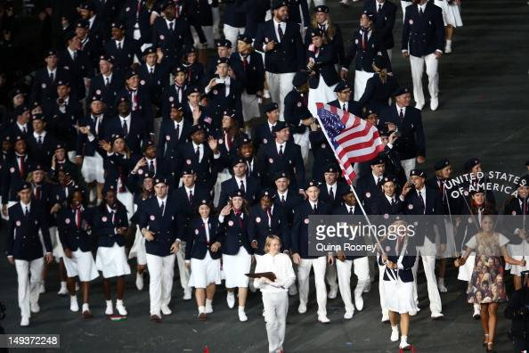 Mariel zagunis of the united states olympic fencing team carries her