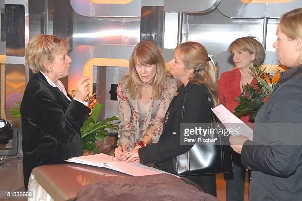 MarieLuise Marjan Ursula Karven Name auf Wunsch Dr Susanne Holst Name auf Wunsch nach ARD/NDRRateShow 'StarQuiz mit J ö r g P i l a w a' Hamburg...